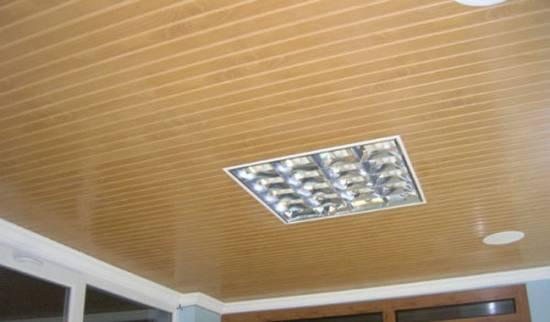Делаем потолок из сайдинга